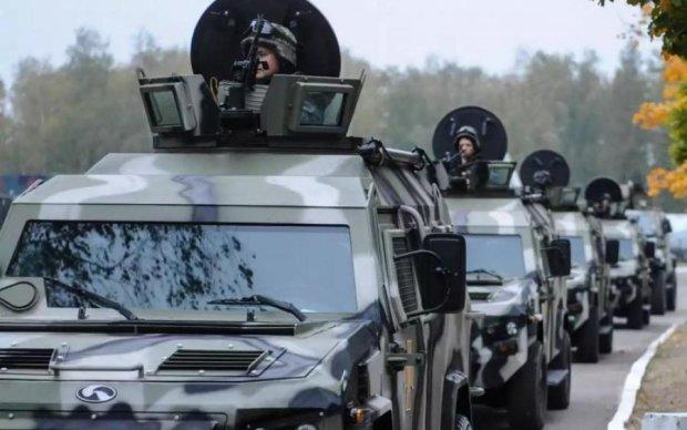 """Кульбит в стиле """"Форсаж"""": военная бронемашина вызвала километровые пробки в Киеве"""