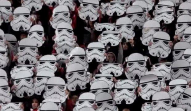 """Штурмовики із """"Зоряних війн"""" перетворилися на  футбольних фанатів (відео)"""