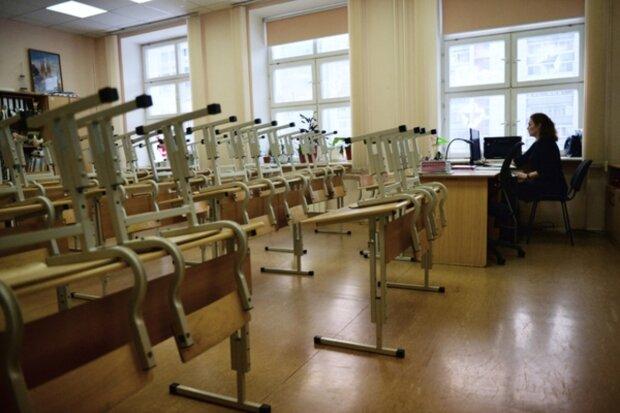 Учительницу поймали на школьнике прямо в кабинете, скандал на всю страну — ей 35, а ему 15