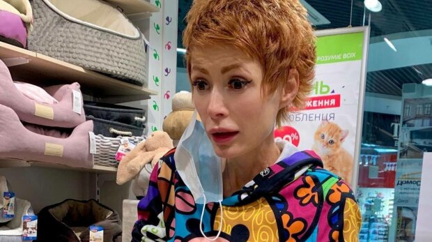 """Елена-Кристина Лебедь показала реакцию на подарки от Розенко, не сдержалась даже собака: """"С отвисшей челюсти"""""""