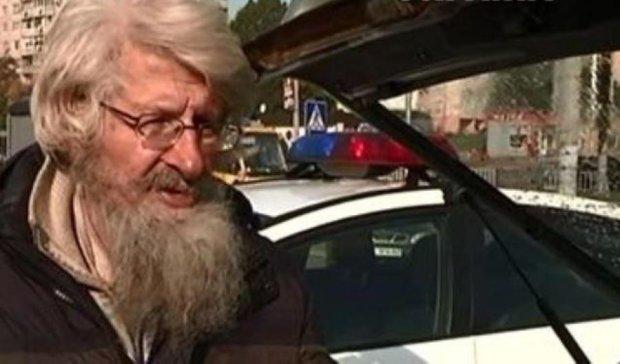 Российский писатель, приехавший во Львов, живет на парковке (видео)