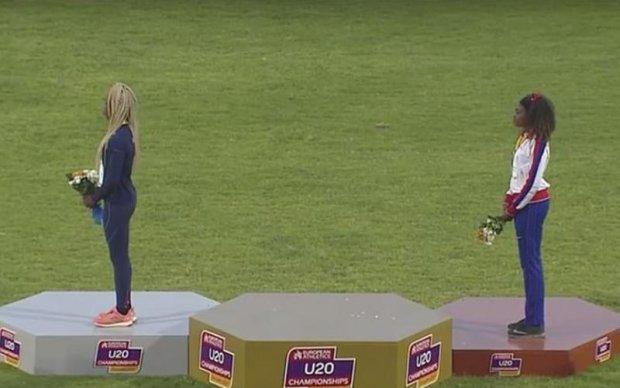 Белорусская легкоатлетка не выдержала издевательств над родным гимном