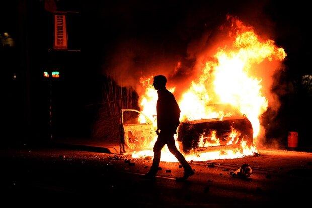 Невідомі спалили автомобіль президента - не залишилося нічого живого