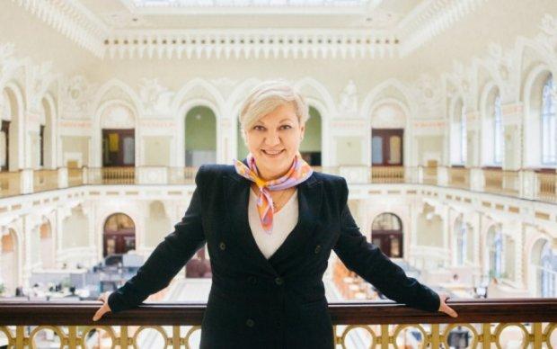 Гонтарева попалася журналістам у дорогезному готелі: відео