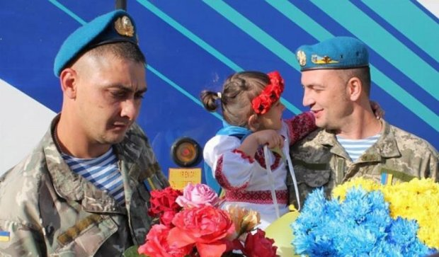 Чернігівці влаштували свято для своїх героїв, повернувшихся з АТО (фото)