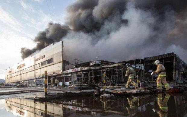 Адское пламя взялось за очередной ТЦ в России: жуткие кадры