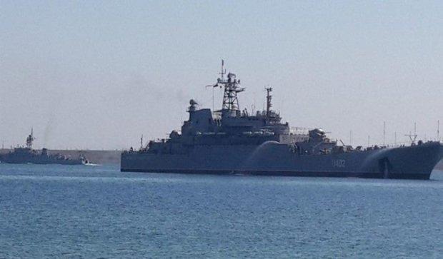 """Российские военные корабли """"прогуливались"""" у берегов Латвии"""
