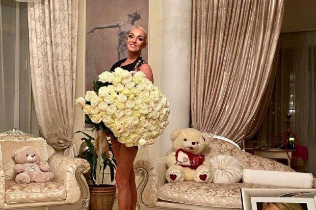 С кем сделала новое фото Анастасия Волочкова, что за таинственная фигура
