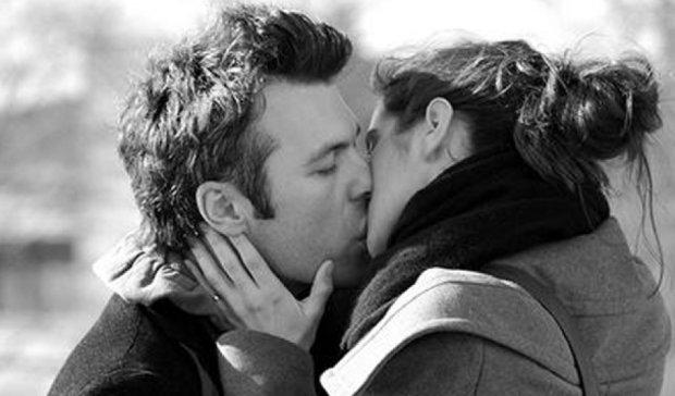 Поцілунки призводять до раку шиї частіше, ніж куріння