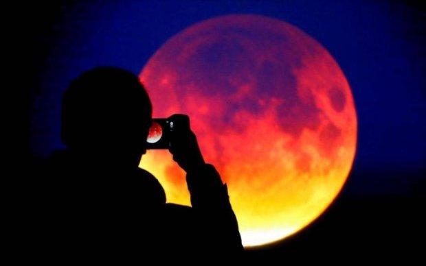 Раз в столетие: где украинцы смогут увидеть уникальную кровавую Луну