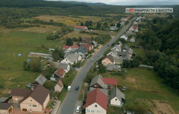 Село Данилово на Закарпатье с высоты, скриншот