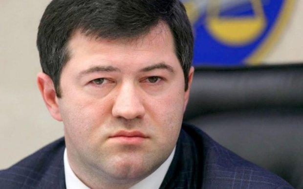 У Насирова забрали кипу паспортов