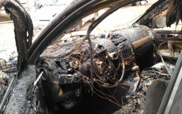 Смартфон Samsung взорвал авто