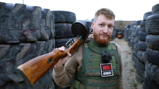 Російському пропагандисту натовкли пику в центрі Донецька: відео