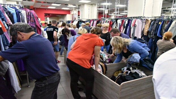 """Кабмин лишит украинцев дешевой и стильной одежды: """"Нам не нужны миллионы тонн секонд-хенда"""""""