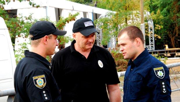Одесские титушки напали на журналистов: акулы пера дали мощный отпор, детали инцидента
