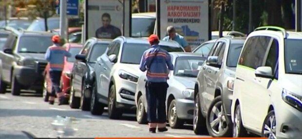 """В Запорожье депутат и генерал полиции влетели на деньги, сидя за рулем - """"олени"""" парковки"""