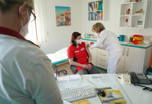 Вакцинація від коронавірусу, фото: Getty Images