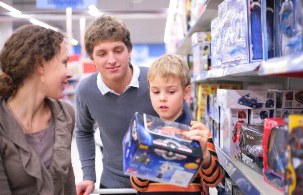 В игрушечных магазинах украинцев поджидает большая опасность: как уберечь детей