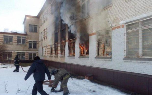 Вибирайтеся як хочете: пожежа в київській школі спровокувала скандал