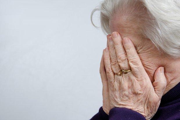 Порушення пам'яті, судоми, розлад координації: жінка померла від рідкісного захворювання, яким заразилася 53 роки тому від ненародженого сина