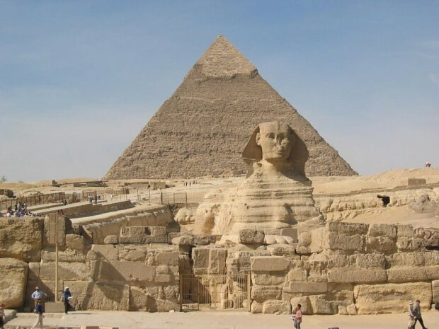 Чорні археологи знайшли вхід у таємничу гробницю біля єгипетського Сфінкса