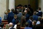 """""""Вигнати хуліганів"""": депутати влаштували бійку через жінку, ледве розняли"""