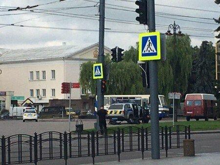 """У Луцьку в захопленому психом автобусі чутні постріли, введено оперативний план """"Заручник"""" - молиться вся Україна"""