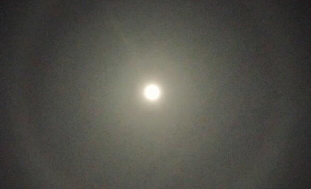 В небе над Черновцами заметили странное сияние: Бог подал знак