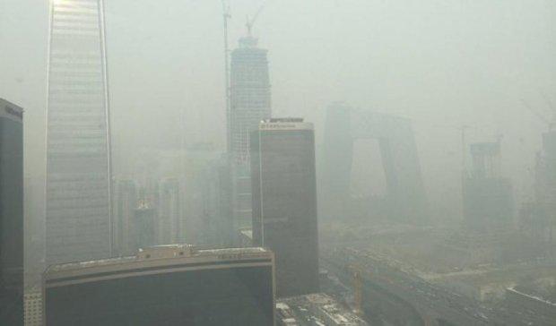 Страшный смог в Пекине: людям запретили покидать дома (фото)