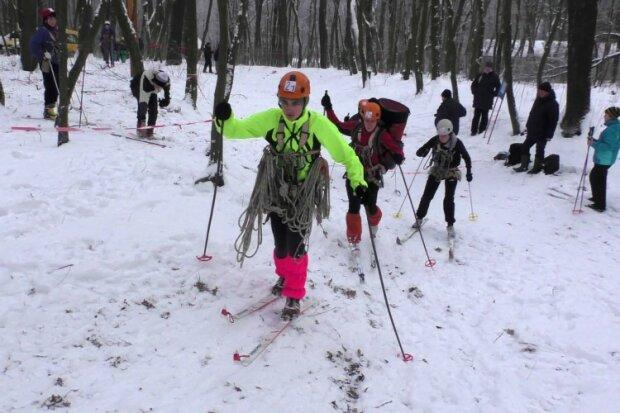 """Франківчани, готуйте лижі: Карпати засипало снігом, відео з серця """"жовтневої зими"""""""