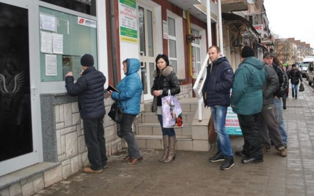 Українці почали масово збувати валюту: цифри вражають