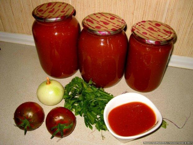Домашний кетчуп из помидор и яблок: язык можно проглотить - дополнит и облагородит блюда