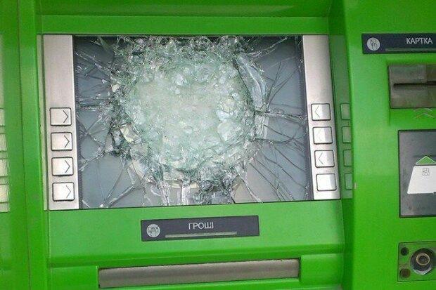 """Разгромил банкомат и захрапел: под Франковском пьяный рецидивист заработал на """"вторую ходку"""""""