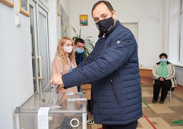 Руслан Марцинкив на выборах / фото: Facebook