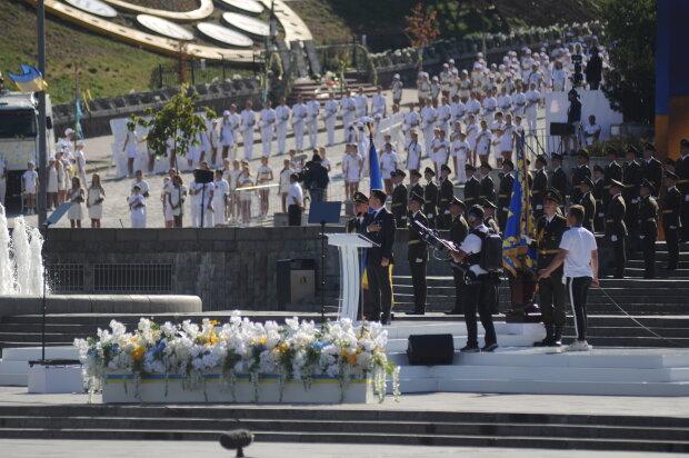 """Подоляк порівняв День незалежності Зеленського і Порошенко: """"Винен хтось інший"""""""