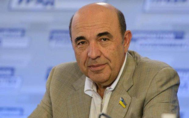 Рабинович: Чтобы вернуть наших ребят домой, обменом должен заниматься Медведчук
