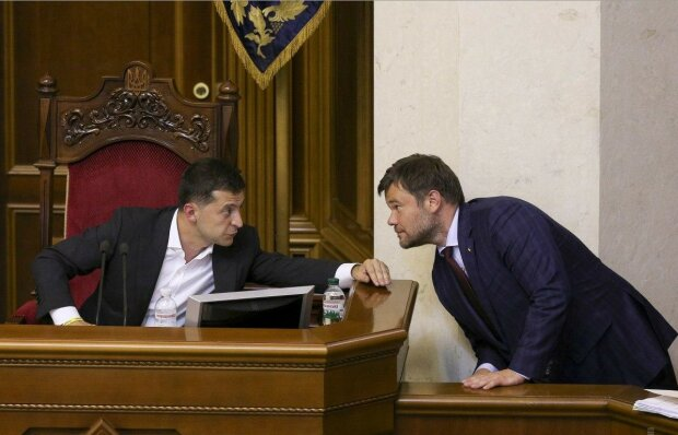 Уволенный Богдан запомнился украинцам гримасами и песнями, самые яркие выходки главы ОП