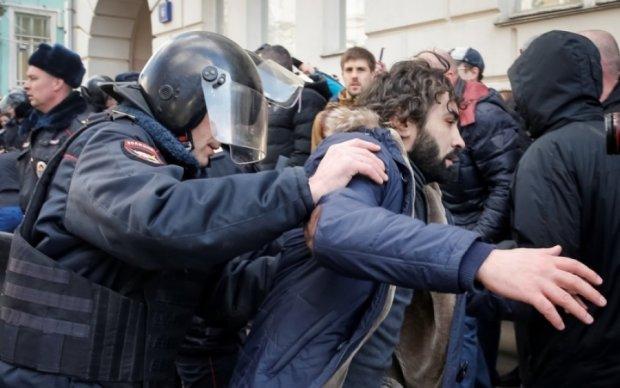 Российские копы занижают количество задержанных в Москве