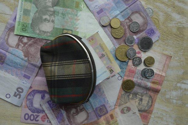 Півзарплати на податки: багато українців втратять роботу