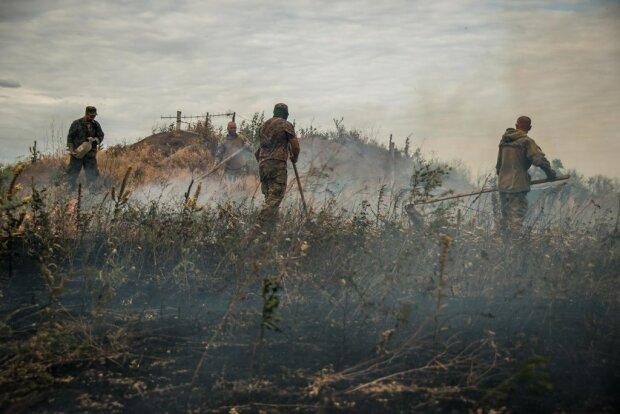 """Боевиков """"ДНР"""" природа наказала адским пламенем, земля превратилась в пепел: первые кадры ЧП"""
