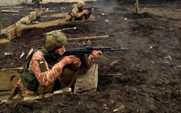 Пекло в АТО: бойовики поливають вогнем українських героїв, є поранені
