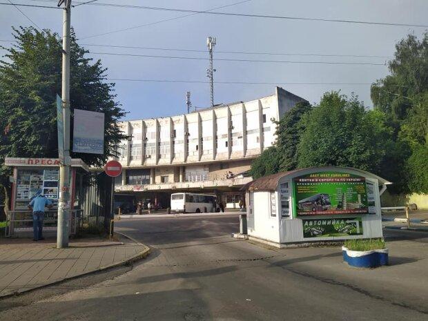 """У Львові """"помер"""" автовокзал"""