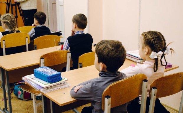"""""""При Порошенку того не буде"""": вчителька поділилася зі школярами нездоровими фантазіями про Зеленського"""