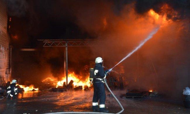Сплячих киян підірвала нічна пожежа: стовп диму і вогню, - тікали, в чому мати народила