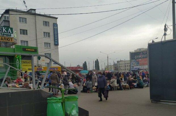 """На харківському ринку торгують вкраденою у солдатів їжею: """"Свинство!"""""""
