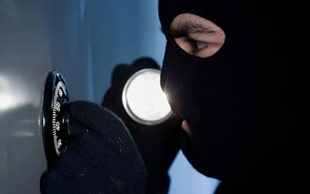 Зухвале пограбування: розбійники-хронометристи обчистили столичний магазин