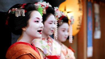Старовинна легенда про Охагуро-беттарі, або навіщо заміжні японки фарбували зуби в чорний колір