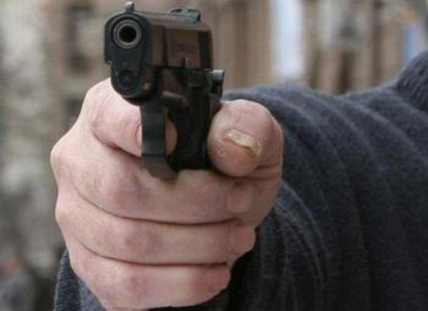 У Житомирі двоє чоловіків влаштували стрілянину в магазині