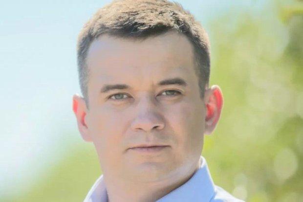 """Безработный кандидат был в командировках: в """"Слуге Народа"""" объяснили регистрацию Зуева"""